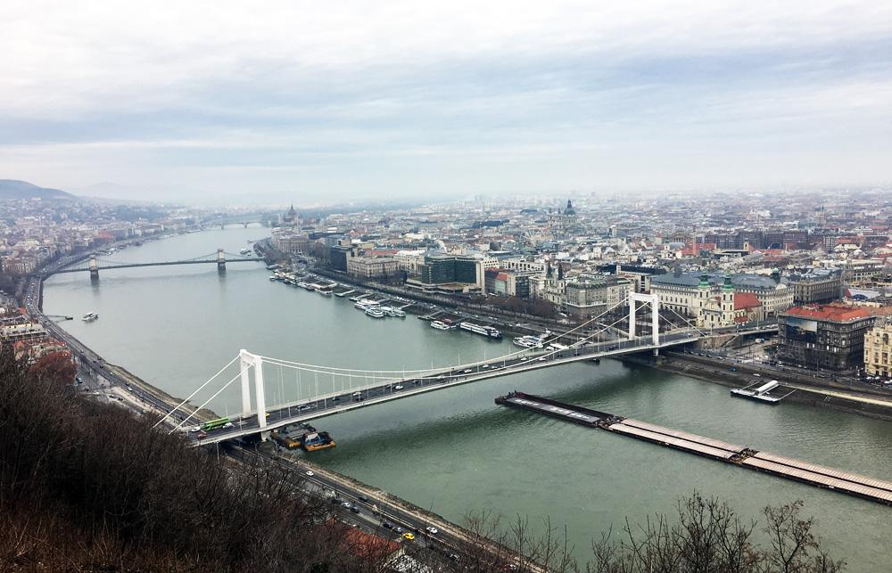 Вигляд на Дунай з Гори Гелерт