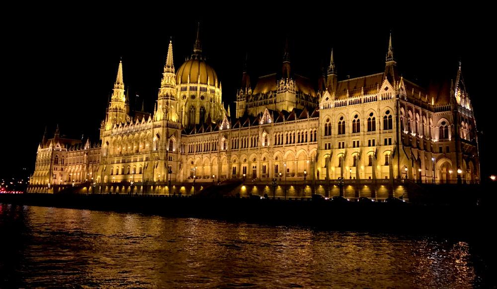 Парламент Будапешту ввечері
