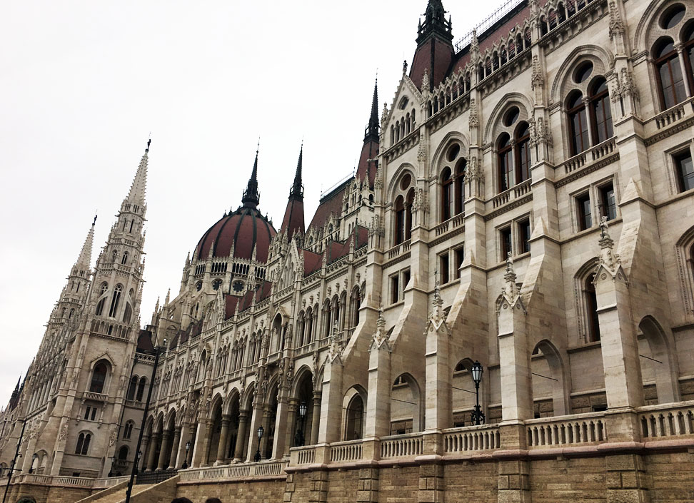Парламент Будапешту над Дунаєм