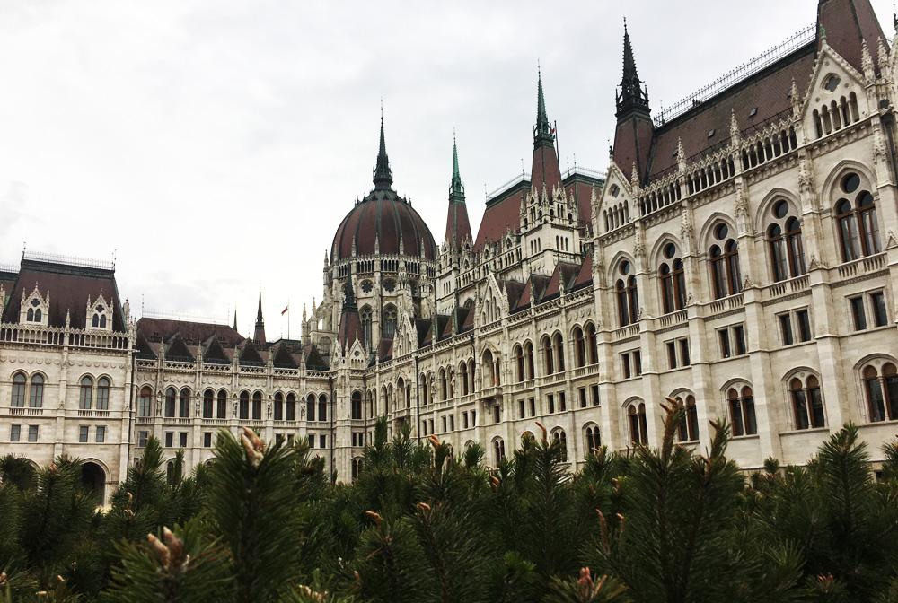 Парламент Будапешту з двору